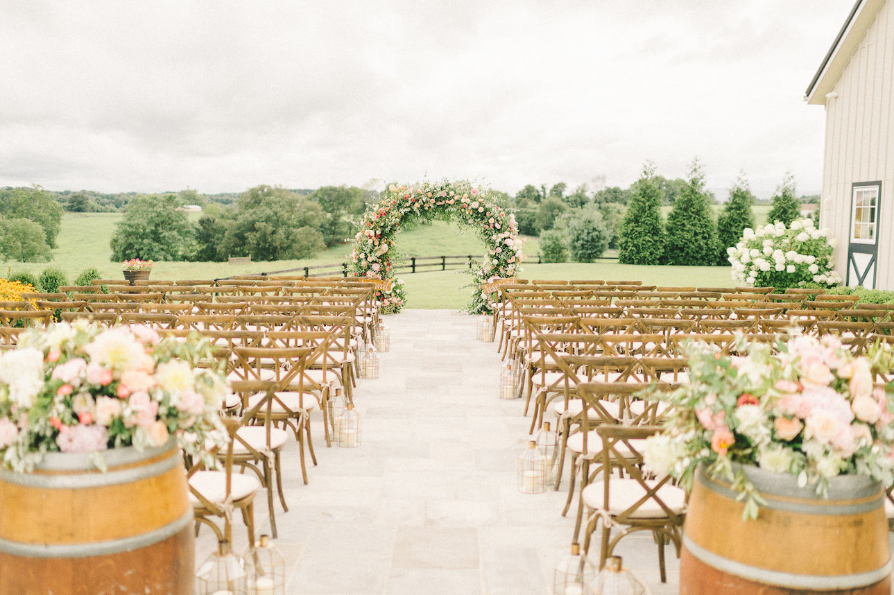 Outdoor Wedding Venues: Northern Virginia Barn Wedding Venue
